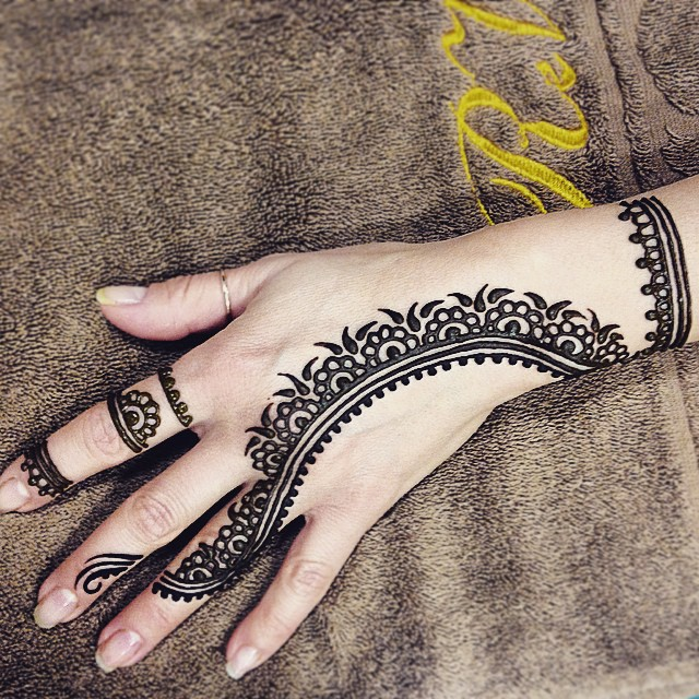 Placement Meanings Popular Henna Tattoo Designs and Their Meanings ...