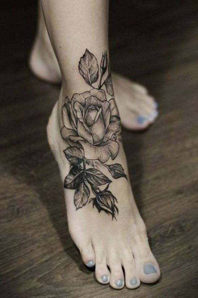 Фото черно белые тату на ноге
