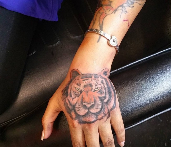 hand-tattoo (12)