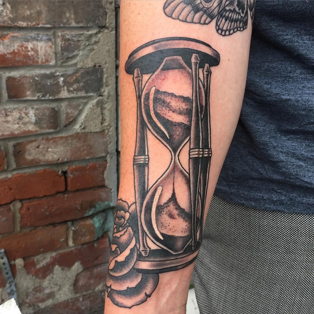 В тату-сфере очень популярны изображения, таящие в себе глубокую трактовку.