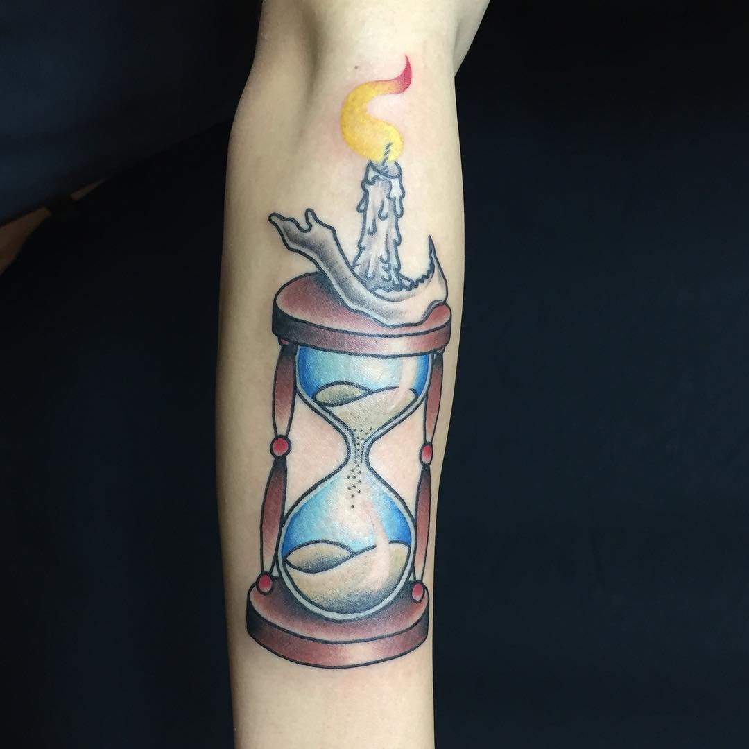 85+ Best Hourglass Tattoo Designs And Meanings