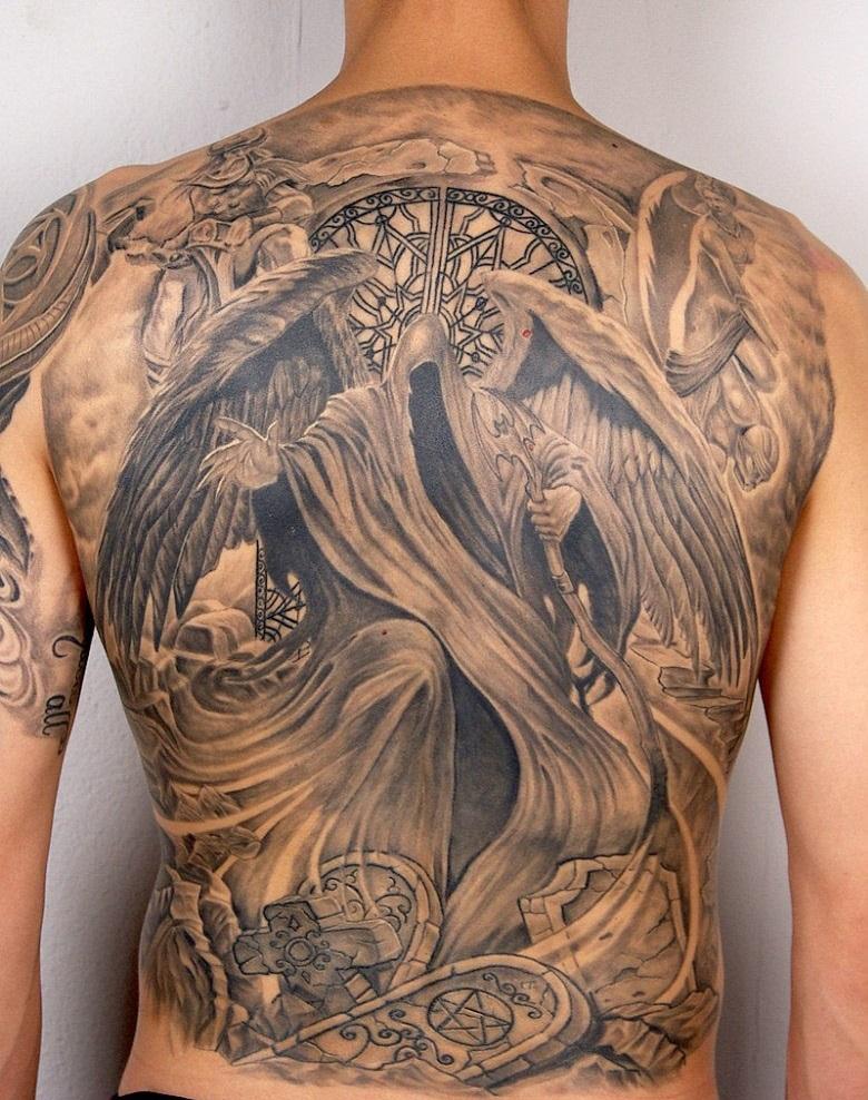 Тату на спине ангела