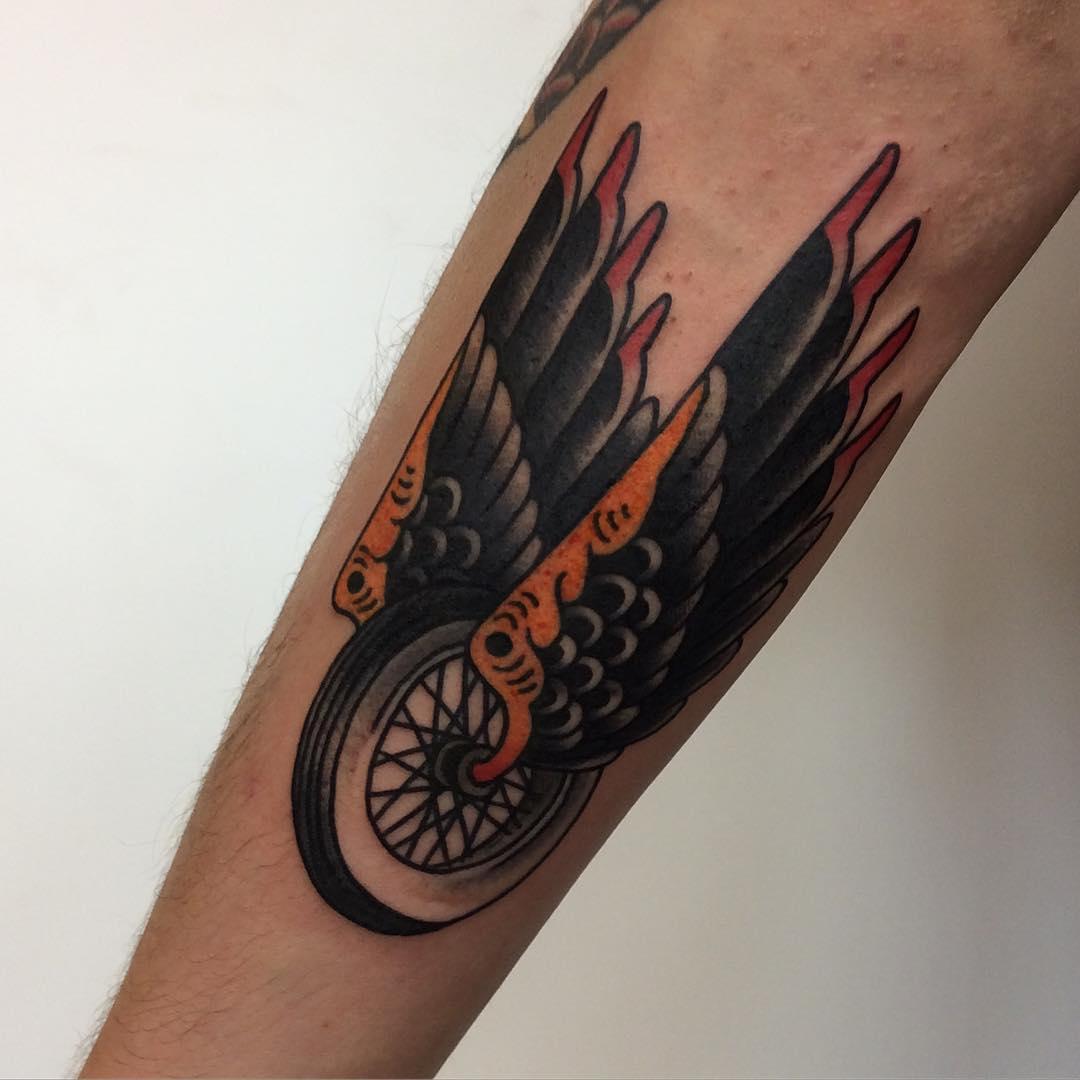 Татуировки с мотоциклами фото