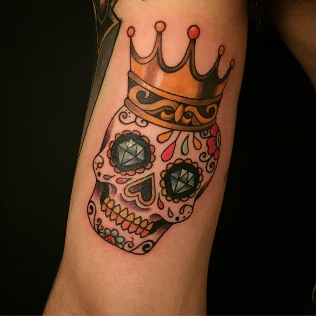 35 best king and queen crown tattoo designs meaning for Pictures of crown tattoos
