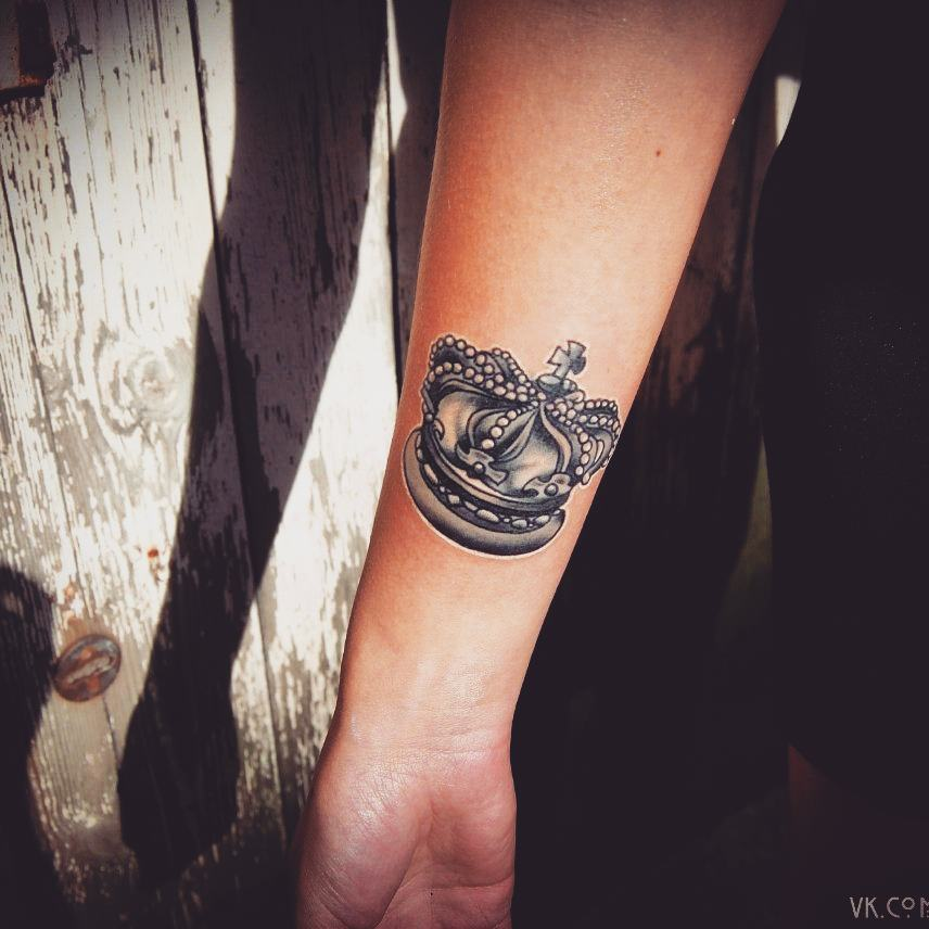 c603109d8 55 Best King And Queen Crown Tattoo - Designs & Meanings (2019)
