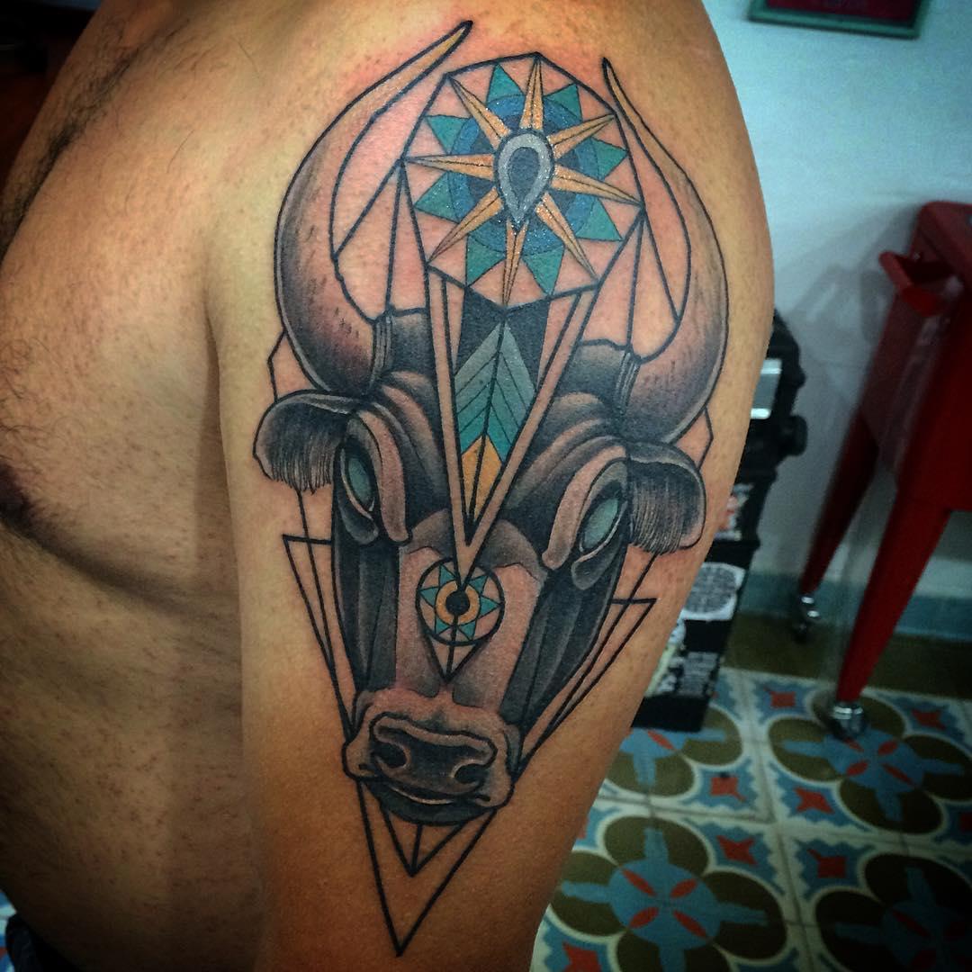 Татуировки голова быка фото