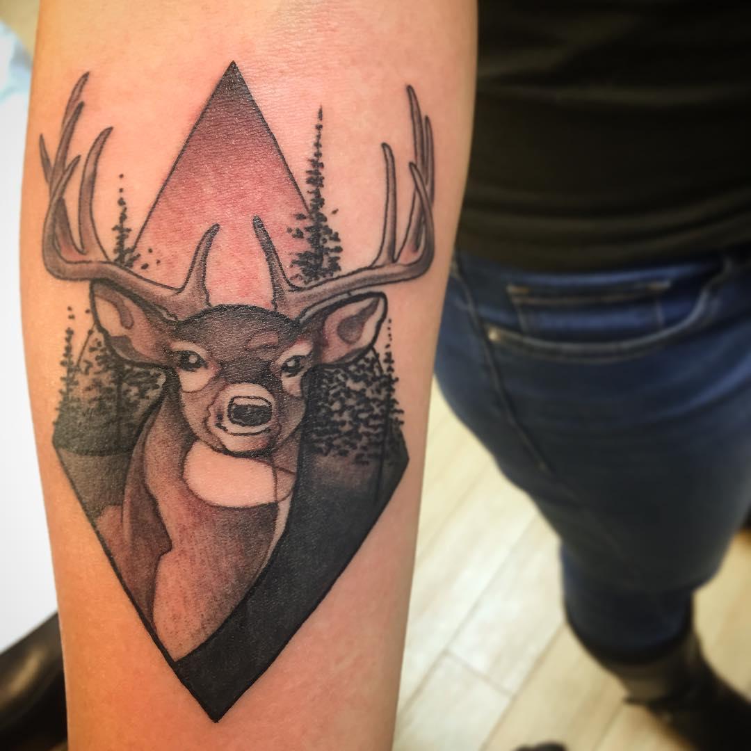 Татуировка олень - значение, эскизы