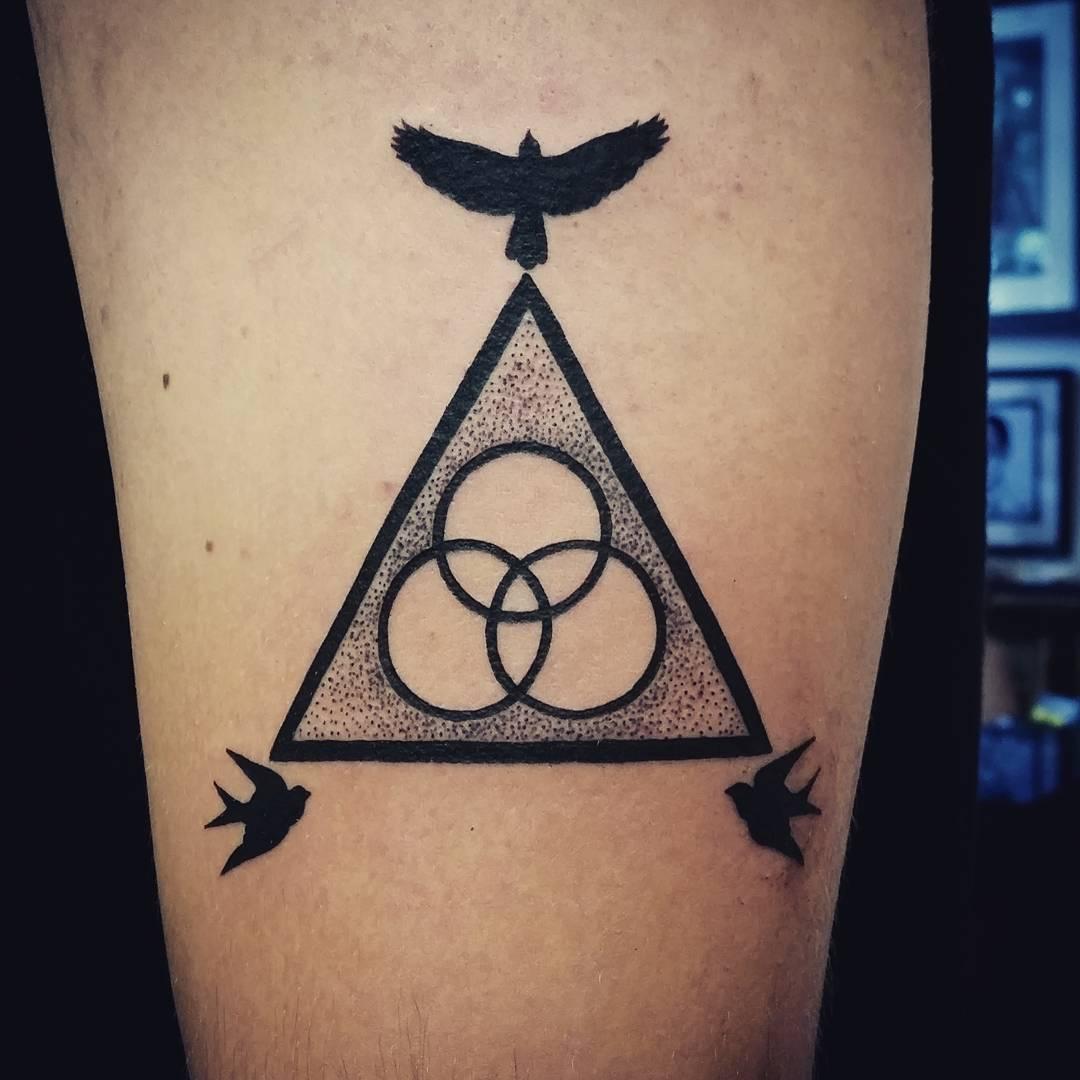 важно что означает татуировка треугольника взгляду открывается