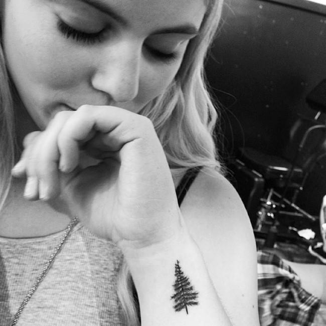 kendall jenner tattoo (18)