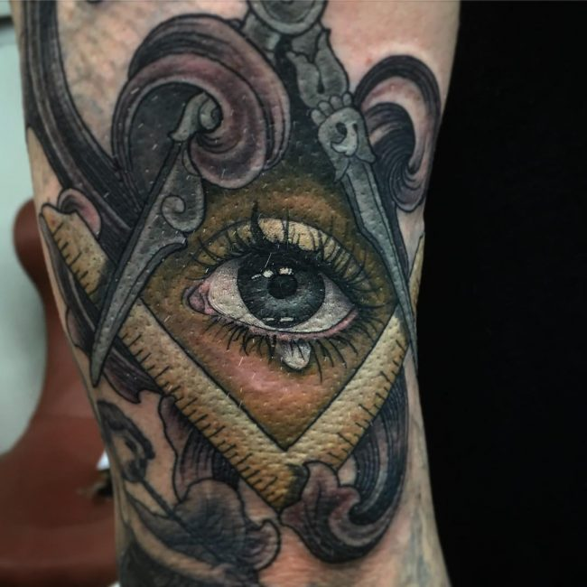 all seeing eye tattoo_