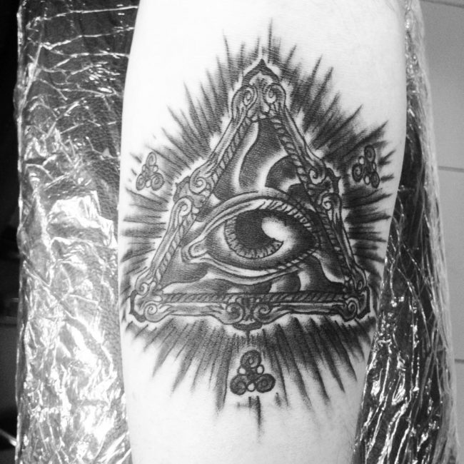 illuminati tattoo12