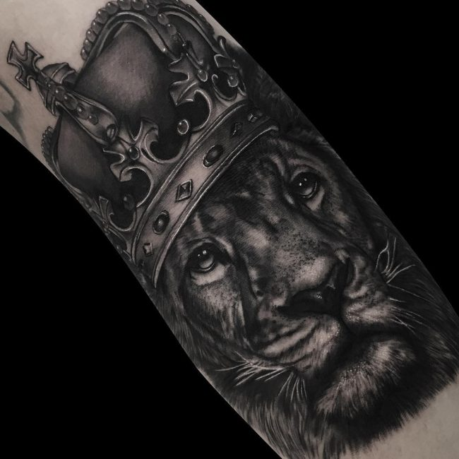 crown tattoo21