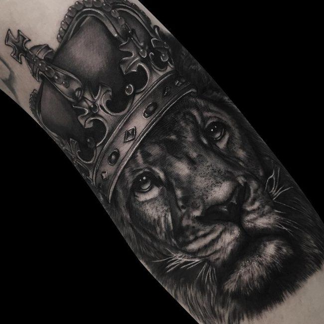 crown tattoo21