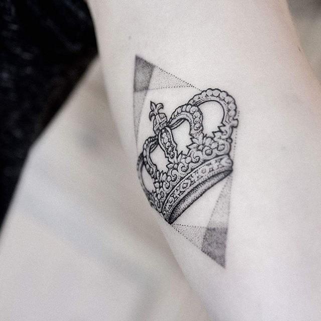 crown tattoo49