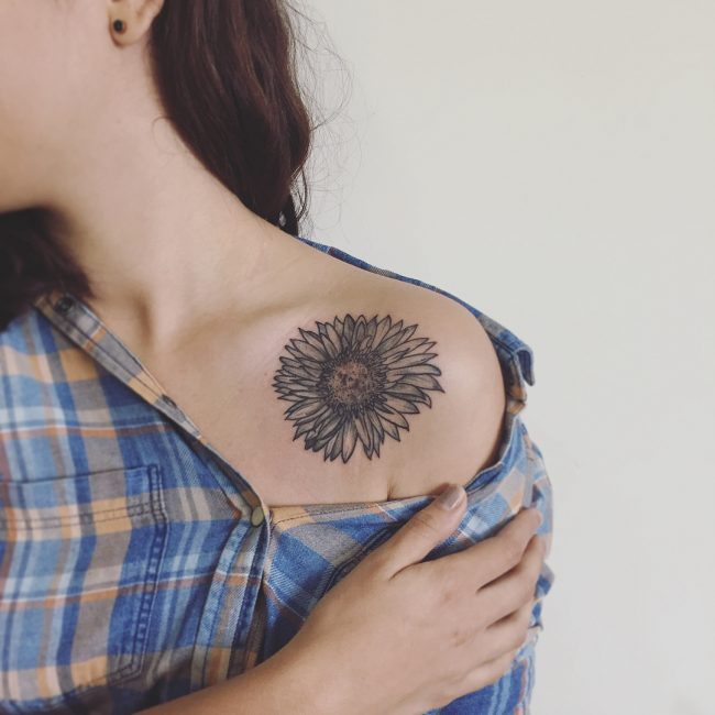 Collarbone Tattoo 80