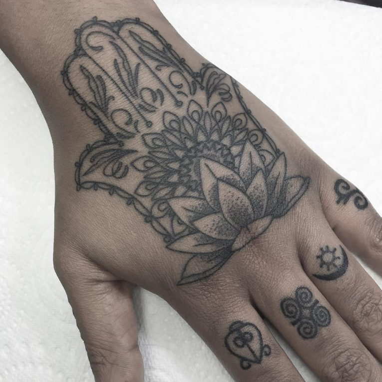Knuckle Tattoo 114