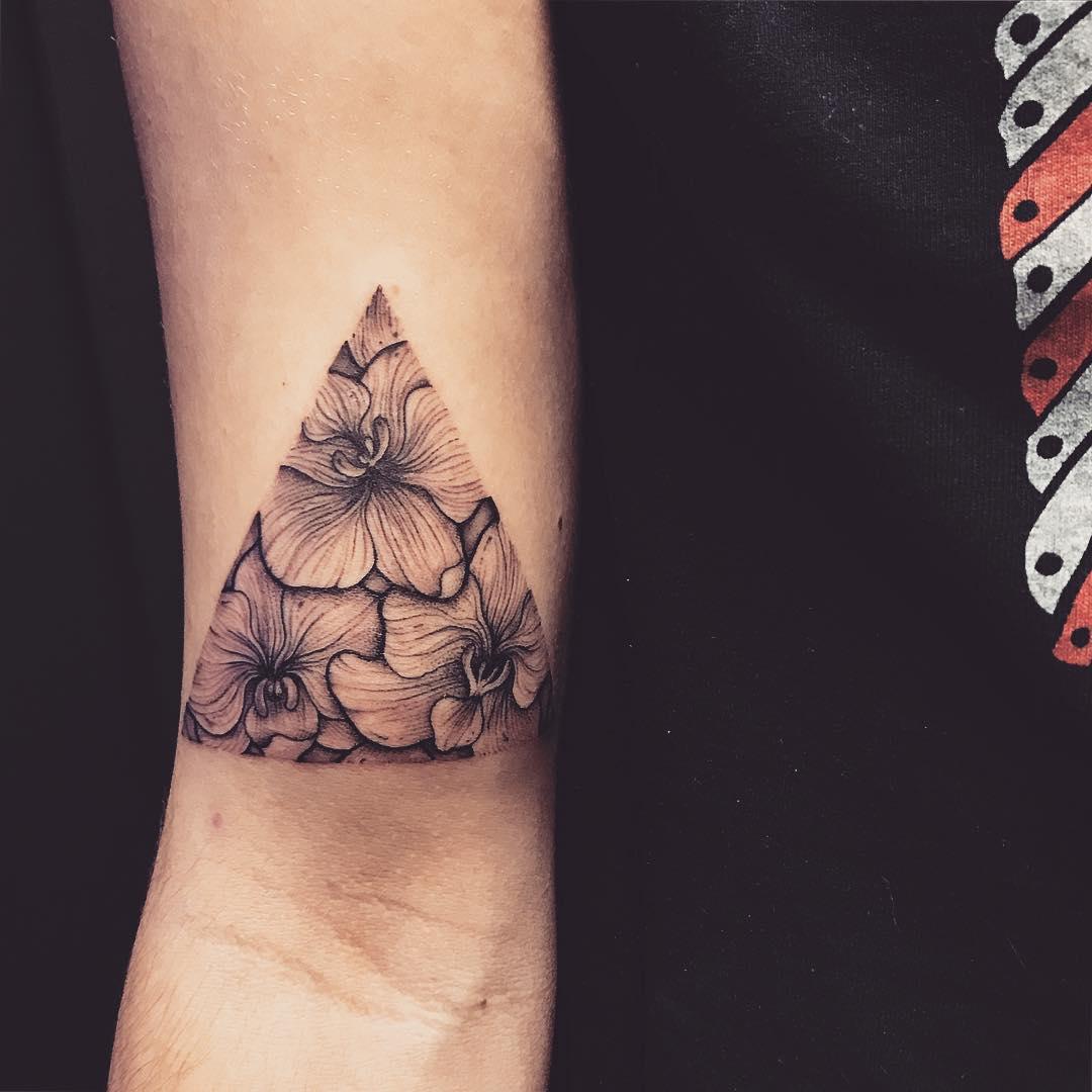 Татуировка с треугольниками фото