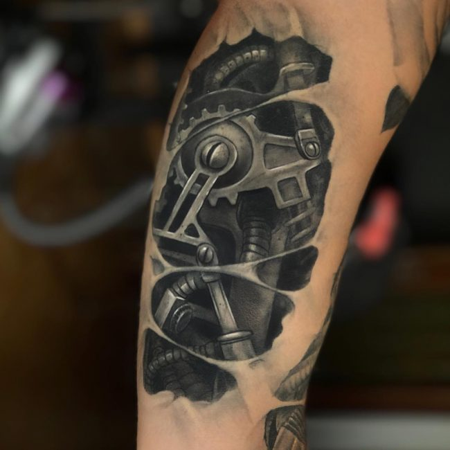 Biomechanical Tattoo 64