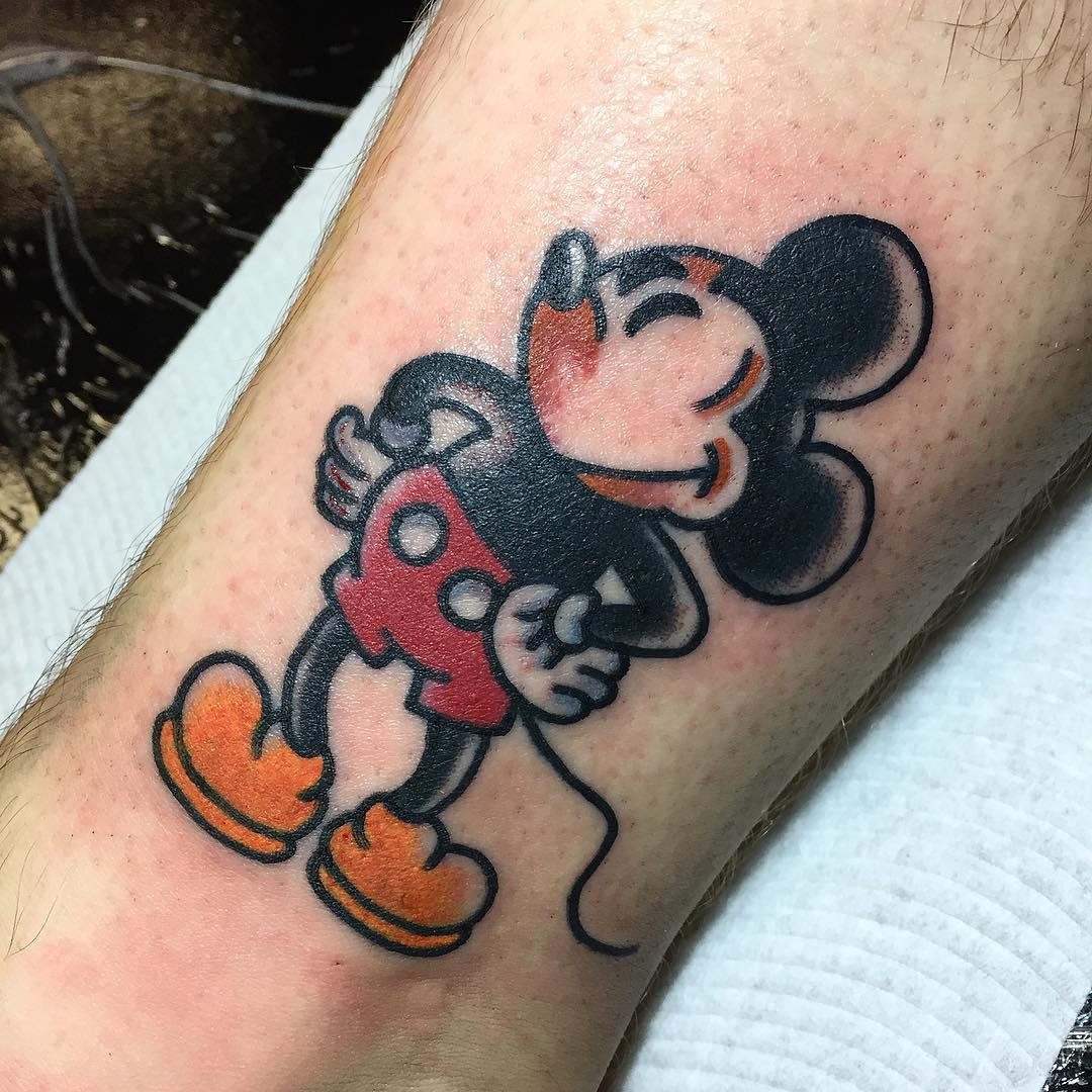Татуировка микки маус на ноге фото