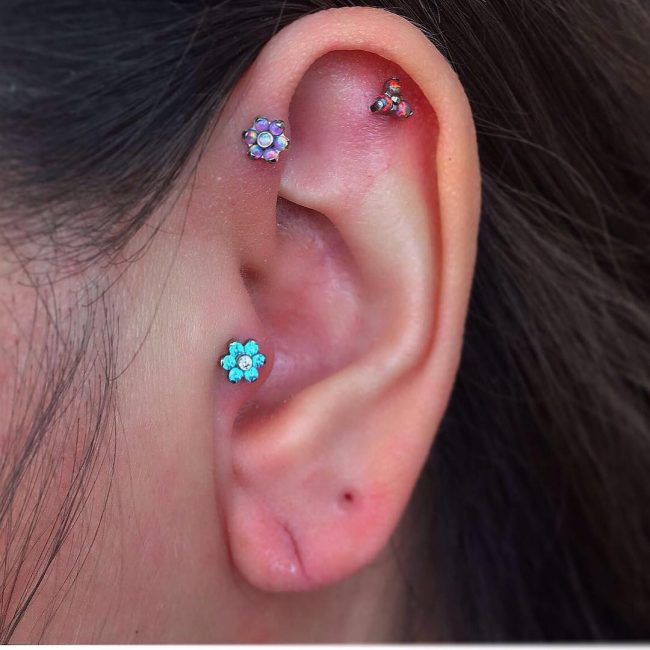 Forward Helix Piercing 44