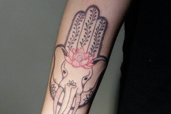80+ Spiritual Hamsa Tattoo Designs & Meanings – Symbol Of Protection (2020)